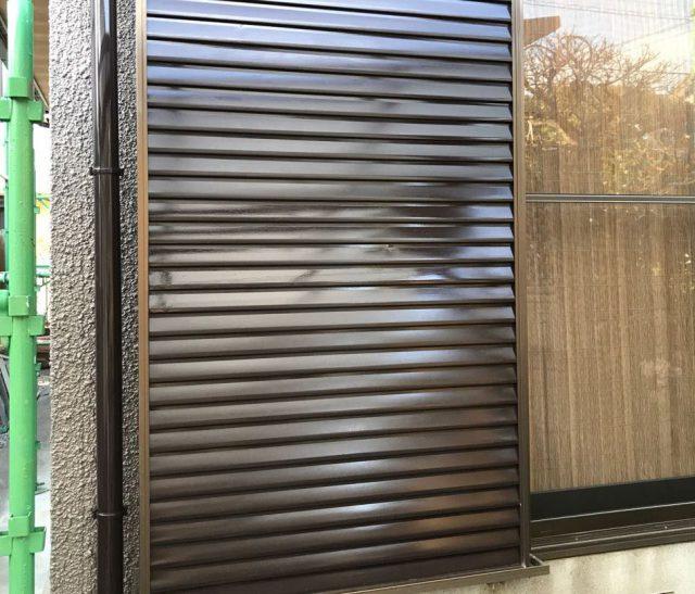 【宮崎県宮崎市】希望ヶ丘で111平方メートルの外壁と付帯部を塗装した工事雨戸上塗り