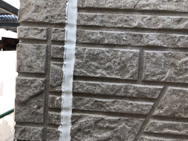 【宮崎県宮崎市】佐土原町で築19年の住宅で外壁と屋根の塗装工事シーリング