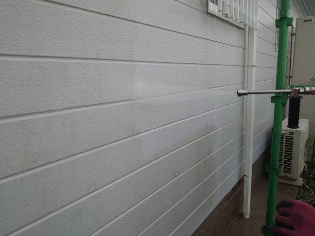 【宮崎県宮崎市】花山手にある42坪の住宅でコロニアル屋根と外壁の塗装工事高圧洗浄