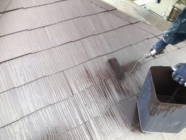 【宮崎県宮崎市】花山手にある41坪の住宅でスーパーセラタイトFを使った外壁塗装と、屋根の塗装工事屋根上塗り