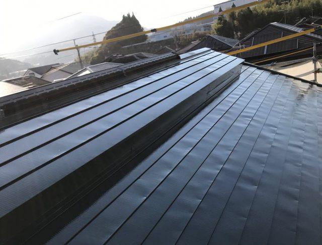 【宮崎県宮崎市】清武町で外壁とガルバリウム屋根、シーリング補修などをした工事屋根上塗り