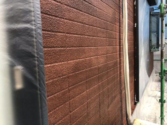 【宮崎県宮崎市】跡江にあるFRP防水のバルコニーの住宅で外壁・屋根・付帯部塗装をした工事壁中