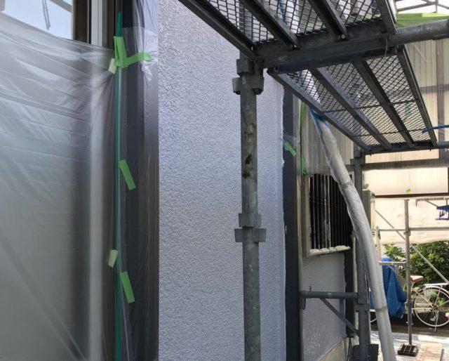 【宮崎県宮崎市】大坪東にあるアルミニウム製のバルコニーの住宅で外壁・屋根・付帯部塗装をした工事壁中