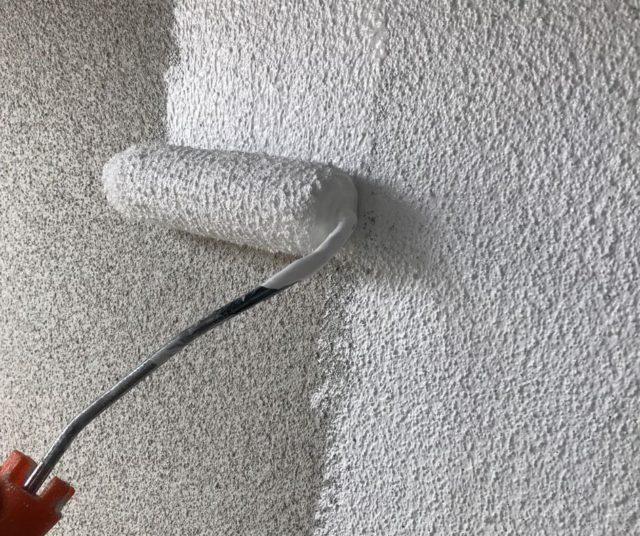 【鹿児島県姶良市】平屋の瓦屋根の住宅で外壁・屋根・付帯部塗装をした工事外壁下