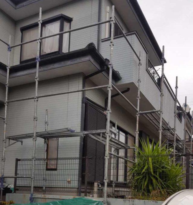 【宮崎県宮崎市】清武町加納乙にあるFRP防水のバルコニーの住宅で外壁・屋根・付帯部塗装をした工事足場