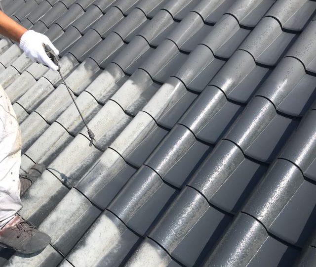【鹿児島県姶良市】平屋の瓦屋根の住宅で外壁・屋根・付帯部塗装をした工事屋根下
