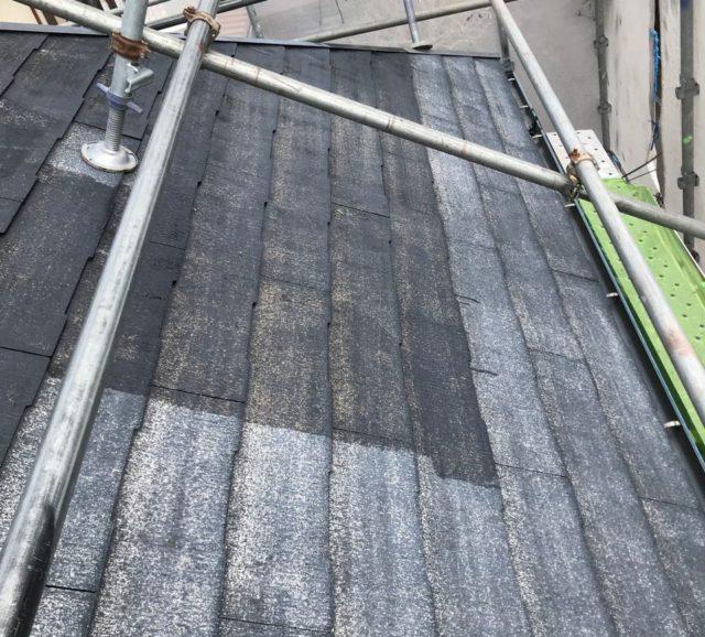 【宮崎県宮崎市】大坪東にあるアルミニウム製のバルコニーの住宅で外壁・屋根・付帯部塗装をした工事屋根下