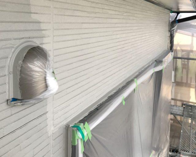 【宮崎県東諸県郡】国富町における陶器瓦の屋根がある住宅で外壁・付帯部塗装をした工事壁上