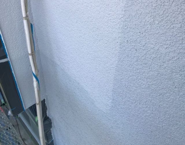 【宮崎県宮崎市】大坪東にあるアルミニウム製のバルコニーの住宅で外壁・屋根・付帯部塗装をした工事壁上