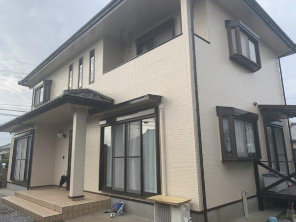【宮崎県宮崎市】本郷南方にある粘土瓦の住宅で外壁・付帯部塗装をした工事壁上
