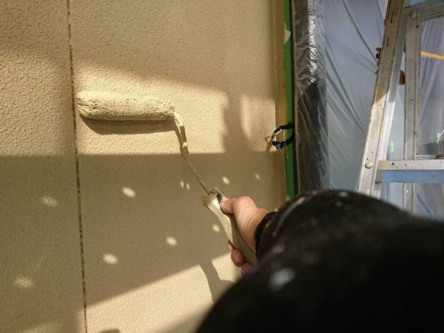 【宮崎県都城市】年見町にある陶器瓦の住宅で外壁・付帯部塗装をした工事壁上