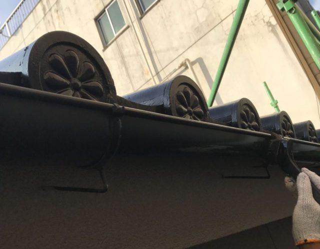 【鹿児島県姶良市】平屋の瓦屋根の住宅で外壁・屋根・付帯部塗装をした工事雨樋