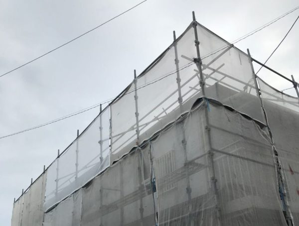 【宮崎県宮崎市】大坪東にあるアルミニウム製のバルコニーの住宅で外壁・屋根・付帯部塗装をした工事養生