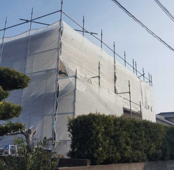 【宮崎県宮崎市】本郷南方にある粘土瓦の住宅で外壁・付帯部塗装をした工事養生