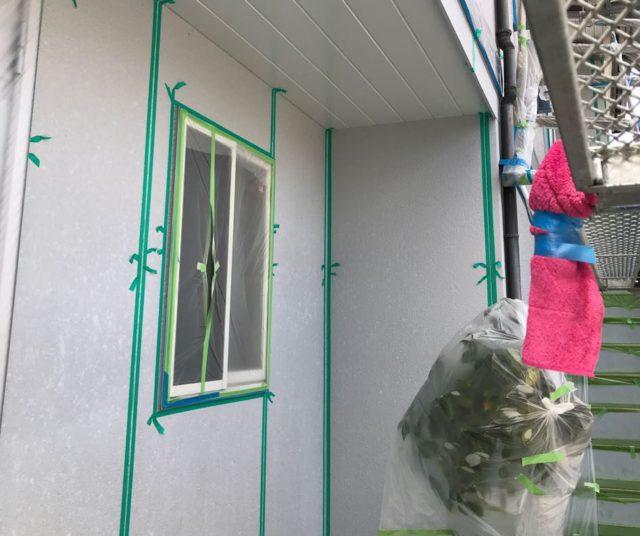 【宮崎県宮崎市】大坪東にあるアルミニウム製のバルコニーの住宅で外壁・屋根・付帯部塗装をした工事プライマー