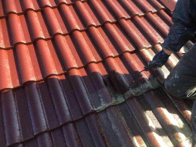【宮崎県宮崎市】大字恒久のアルミニウム製バルコニーがある住宅で外壁・屋根・付帯部塗装をした工事屋根中塗り