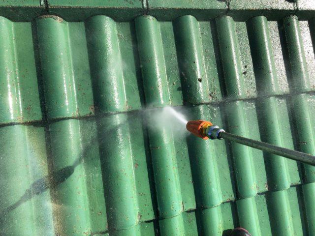 【宮崎県宮崎市】小松台西にある窯業系サイディングとセメント瓦の住宅で外壁・屋根・付帯部塗装をした工事洗浄