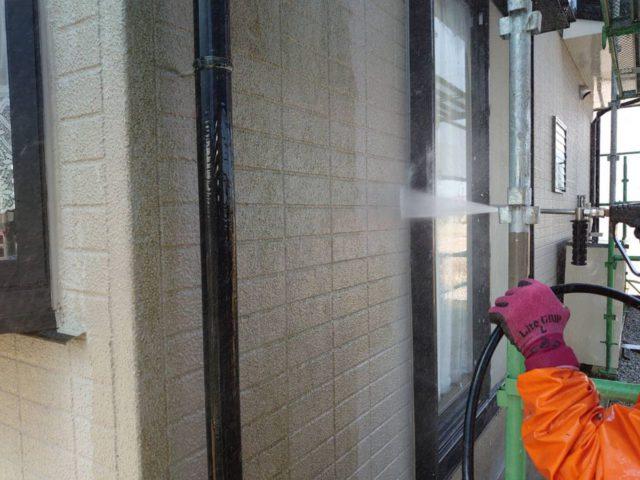 【宮崎県宮崎市】跡江にあるFRP防水のバルコニーの住宅で外壁・屋根・付帯部塗装をした工事洗浄