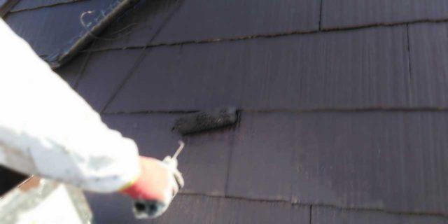 【宮崎県宮崎市】佐土原町にある赤いコロニアル屋根の住宅で外壁・屋根・付帯部塗装をした工事屋根上