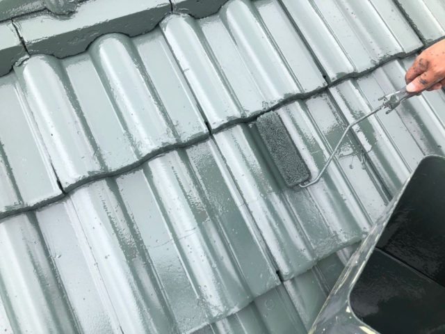 【宮崎県宮崎市】小松台西にある窯業系サイディングとセメント瓦の住宅で外壁・屋根・付帯部塗装をした工事屋根上