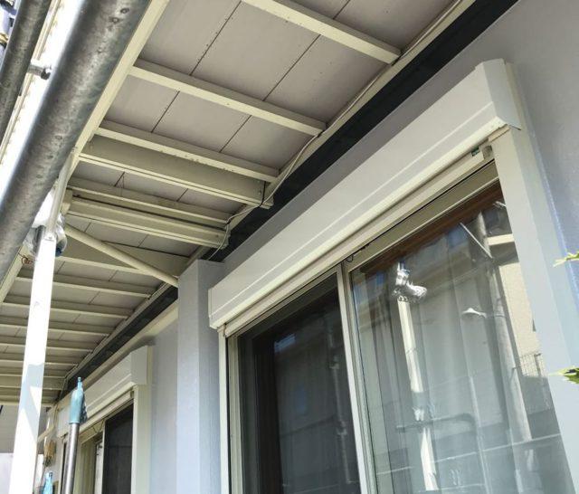 【宮崎県宮崎市】大坪東にあるアルミニウム製のバルコニーの住宅で外壁・屋根・付帯部塗装をした工事雨戸