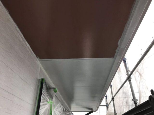 【宮崎県宮崎市】平和が丘東町にある45坪の住宅の外壁をラジカル塗装するために足場を設置しています軒天上塗り_1_確定