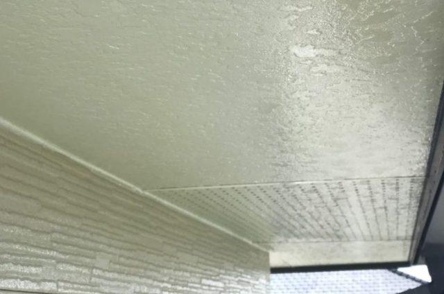 【宮崎県宮崎市】東大宮にある陶器瓦屋根の住宅でシーリング補修をします軒天上塗り_1_確定