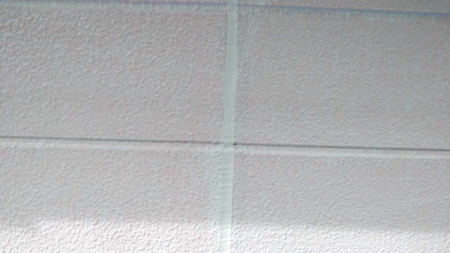 【宮崎・鹿児島地域】瓦屋根とサイディング外壁の住宅を塗装するために足場を設置しますシーリング完了_1_予備1