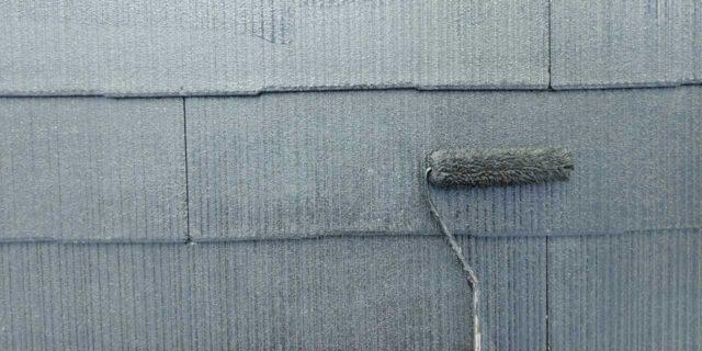 【宮崎県宮崎市】本郷北方にある34坪の住宅で窯業系サイディングを塗装するために足場を設置します屋根上塗り_1_予備2