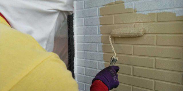 【宮崎県宮崎市】本郷北方にある34坪の住宅で窯業系サイディングを塗装するために足場を設置します外壁中塗り_1_確定