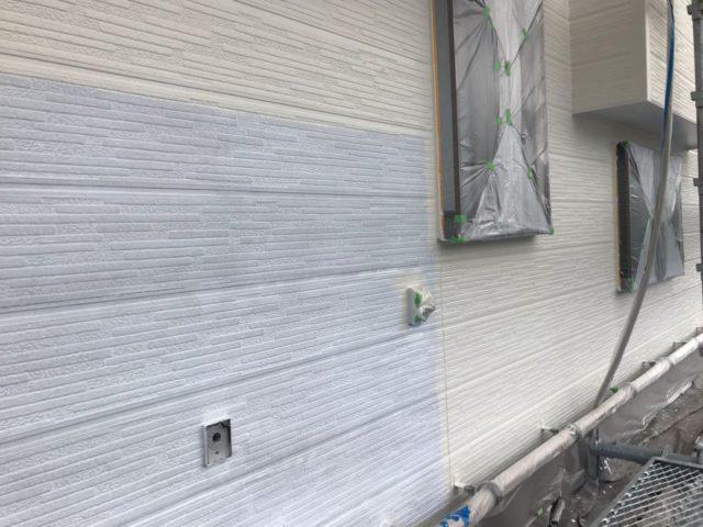 【宮崎県宮崎市】花ヶ島町立野にある45坪の住宅で外壁塗装のための足場を設置します外壁中塗り_1_確定