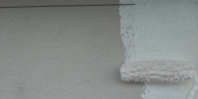 【宮崎県宮崎市】本郷北方にある34坪の住宅で窯業系サイディングを塗装するために足場を設置します外壁下塗り_1_確定