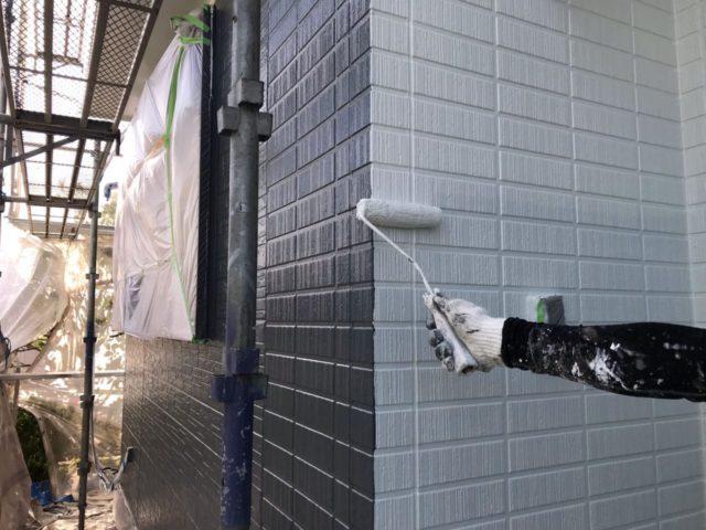 【宮崎県宮崎市】平和が丘東町にある45坪の住宅の外壁をラジカル塗装するために足場を設置しています外壁上塗り_1_確定
