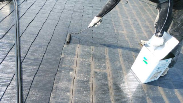 【宮崎・鹿児島地域】窯業系サイディングとスレート屋根を塗装していきます屋根中塗り_1_予備1