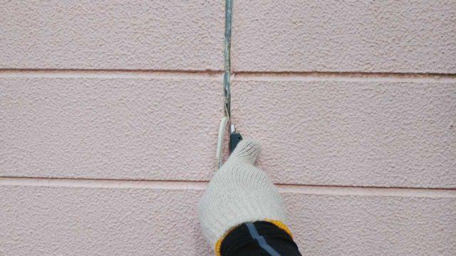 【宮崎・鹿児島地域】瓦屋根とサイディング外壁の住宅を塗装するために足場を設置しますシール撤去_1_確定