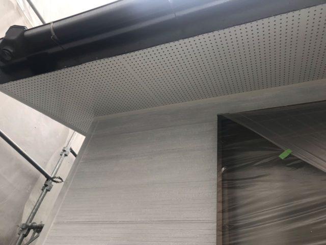 【宮崎県宮崎市】花ヶ島町立野にある45坪の住宅で外壁塗装のための足場を設置します軒天上塗り_1_予備1