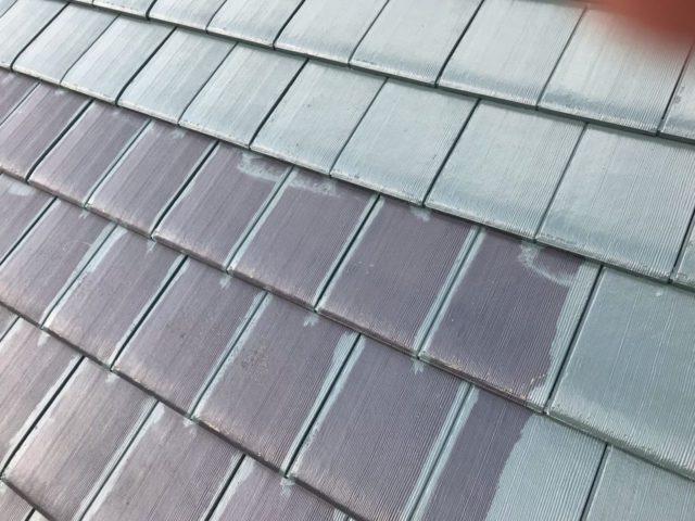 【宮崎県宮崎市】平和が丘東町にある45坪の住宅の外壁をラジカル塗装するために足場を設置しています屋根中塗り_1_確定