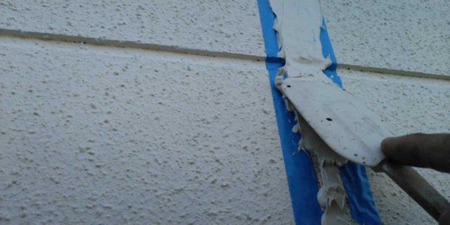 【宮崎県宮崎市】吉村町別府原甲にある粘土瓦屋根の住宅で足場を設置していきます押さえ込み_1_確定