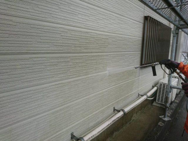 【宮崎県宮崎市】花ヶ島町立野にある45坪の住宅で外壁塗装のための足場を設置します高圧洗浄洗い流し_1_確定