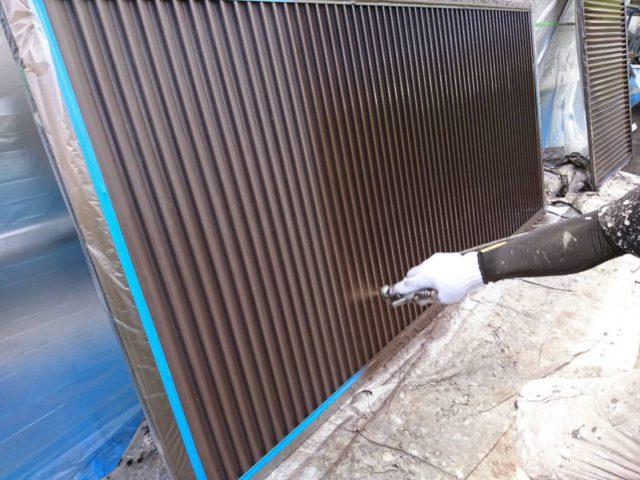 【宮崎県宮崎市】花ヶ島町立野にある45坪の住宅で外壁塗装のための足場を設置します雨戸上塗り_1_確定