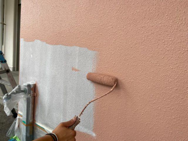 外壁塗装工事の中塗り