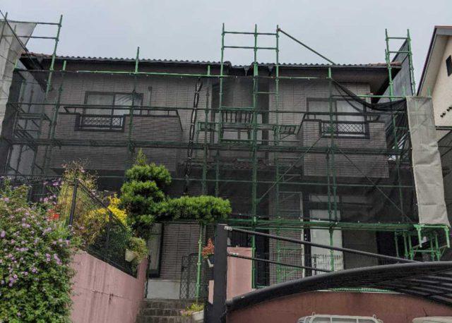 【宮崎県宮崎市】大塚町にある58坪の住宅で窯業系サイディング外壁とセメント瓦屋根を塗装していきます足場設置_1_確定