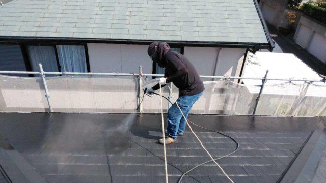 【鹿児島県鹿児島市】伊敷台にある住宅でサイディング外壁とスレート屋根を塗装していきます屋根下塗り_1_確定
