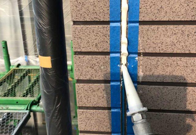 【宮崎県宮崎市】大塚町にある58坪の住宅で窯業系サイディング外壁とセメント瓦屋根を塗装していきますシール充填_1_確定