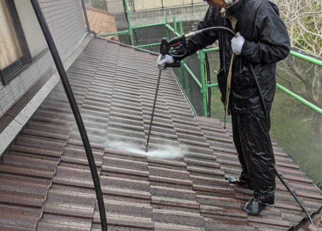 【宮崎県宮崎市】大塚町にある58坪の住宅で窯業系サイディング外壁とセメント瓦屋根を塗装していきます高圧洗浄洗い流し_1_確定