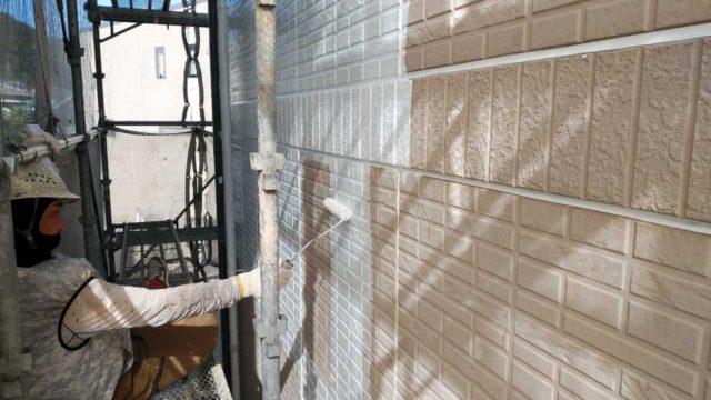 【鹿児島地域】サイディング外壁を肌色に、瓦屋根を緑色に塗装していきます!外壁下塗り_1_確定