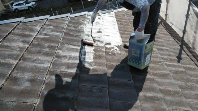 【鹿児島地域】【鹿児島地域】サイディング外壁を肌色に、瓦屋根を緑色に塗装していきます!屋根下塗り_1_確定サイディング外壁を肌色に、瓦屋根を緑色に塗装していきます!