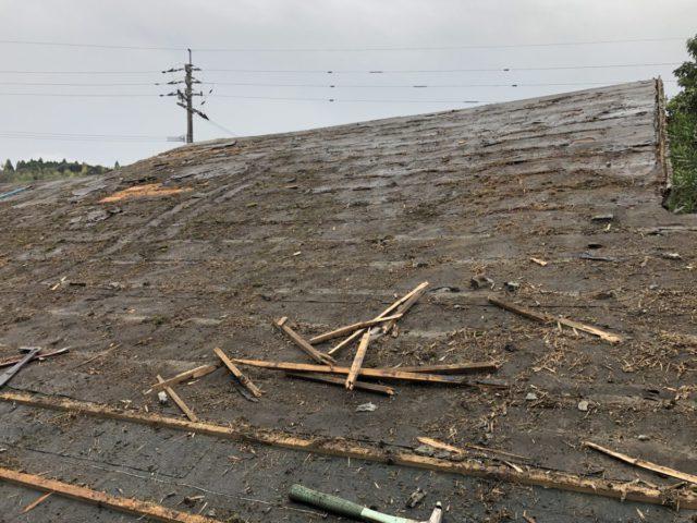 瓦屋根撤去中の様子