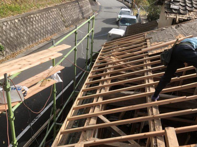 屋根の躯体補修中
