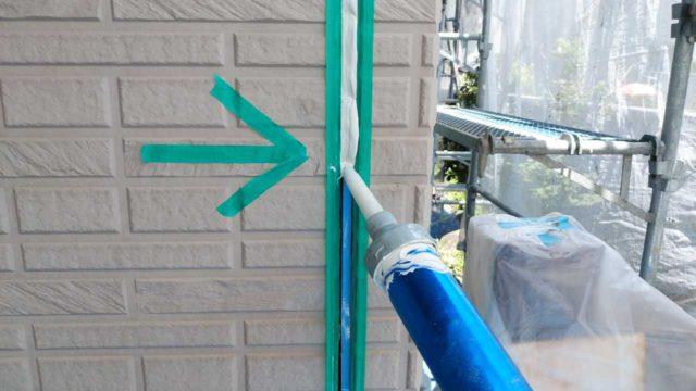 【鹿児島地域】サイディング外壁を肌色に、瓦屋根を緑色に塗装していきます!シール充填_1_確定